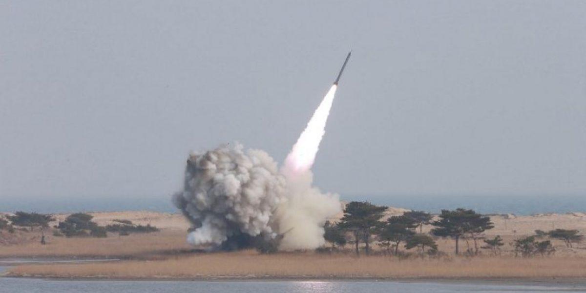 Corea del Norte logra lanzar un misil de medio alcance desde un submarino