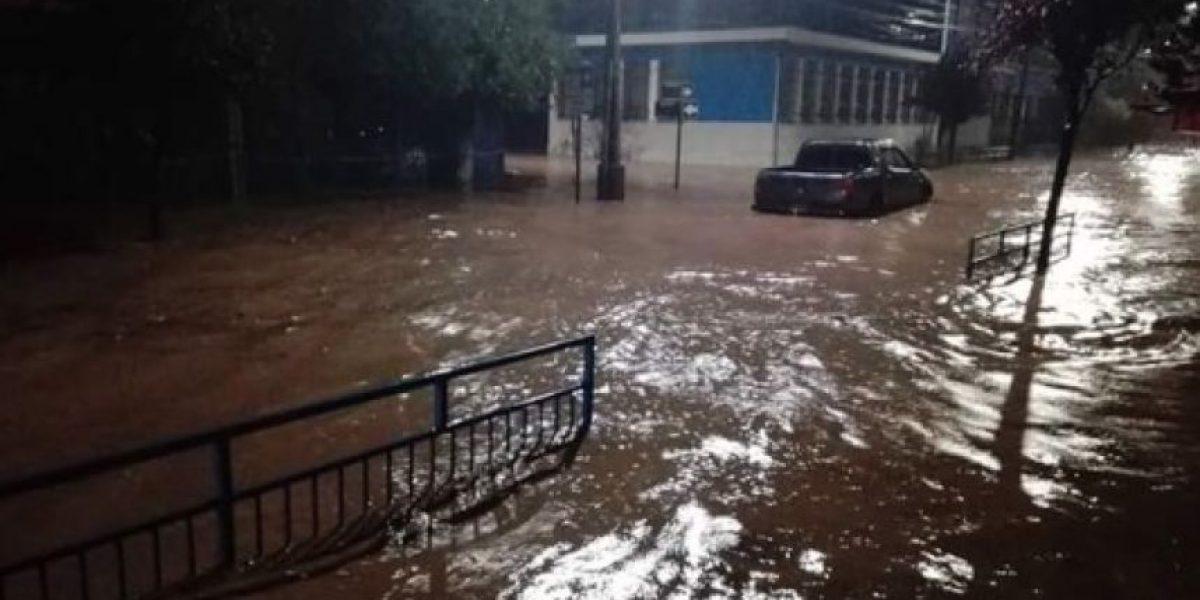 Lluvias desbordan canal e inundan Tomé en región del Biobío