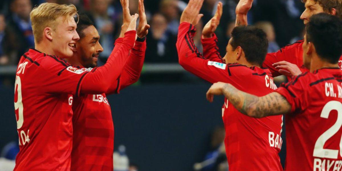 Con Aránguiz durante todo el partido, Leverkusen remontó y derrotó al Schalke