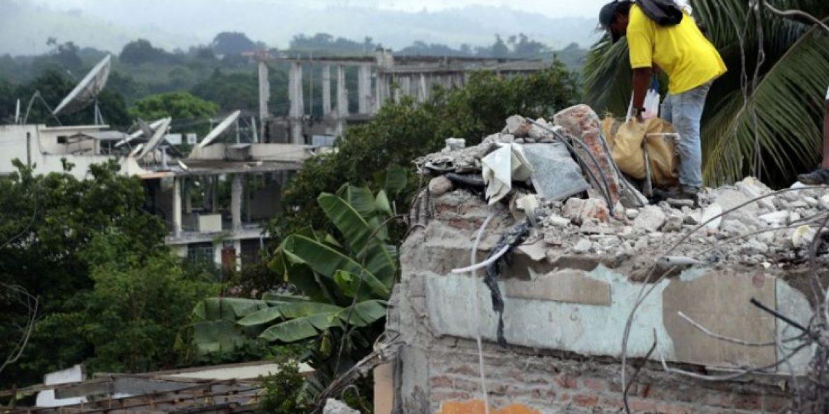 Ecuador pagará a familias que acojan a damnificados del sismo que ya deja 646 muertos