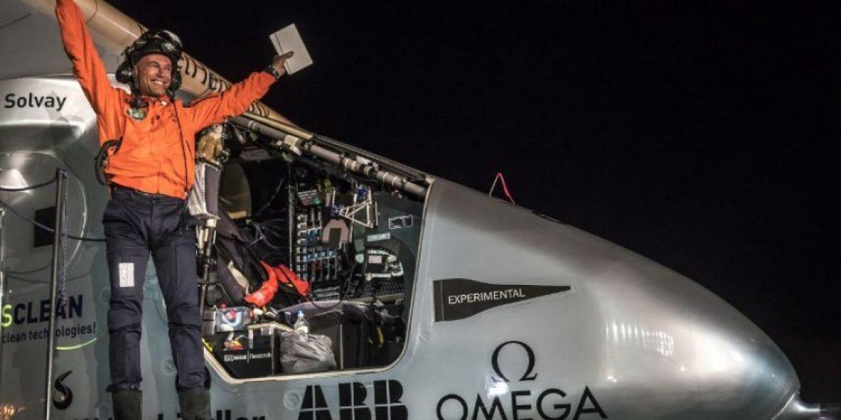 El avión Solar Impulse 2 aterriza en California tras cruzar el Pacífico