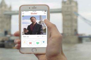 """1.- Tener las 6 fotos que permite la red social. De preferencia """"selfies"""". Foto:Tinder. Imagen Por:"""