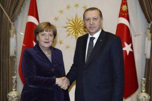 Erdogan, junto a la canciller alemana Angela Merkel. Foto:Efe. Imagen Por: