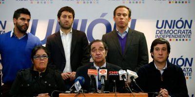 Hernán Larraín anuncia su continuidad como timonel de la UDI
