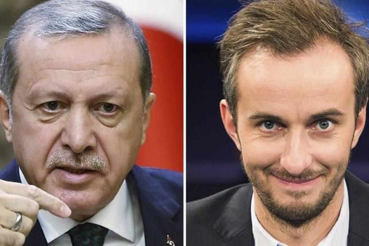 El humorista alemán Jan Böhmermann y Erdogan. Foto:Efe. Imagen Por: