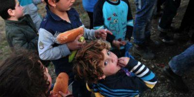 Este tierno niño vende limonada para pagar su adopción