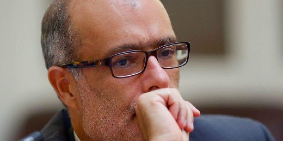 Ministro de Hacienda se muestra sorprendido por alza del desempleo en el Gran Santiago