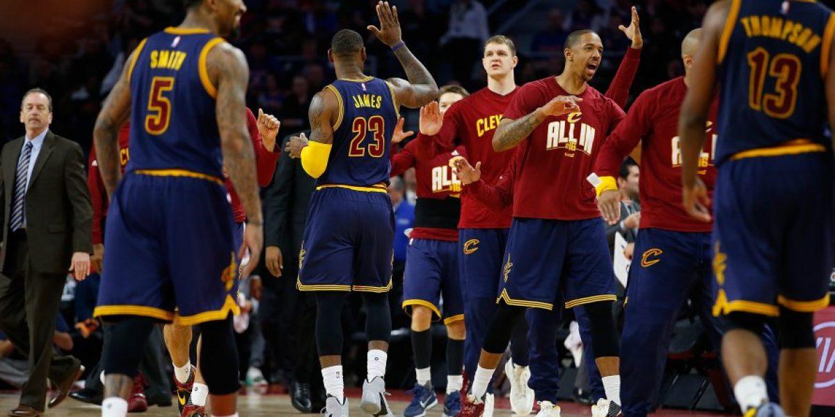 San Antonio y Cleveland barren sus series y avanzan en los playoffs de la NBA