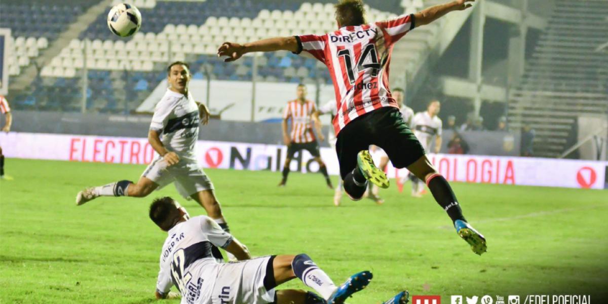 Pocos goles, juego brusco y un disfrazado: Lo que dejó la fecha de clásicos en Argentina