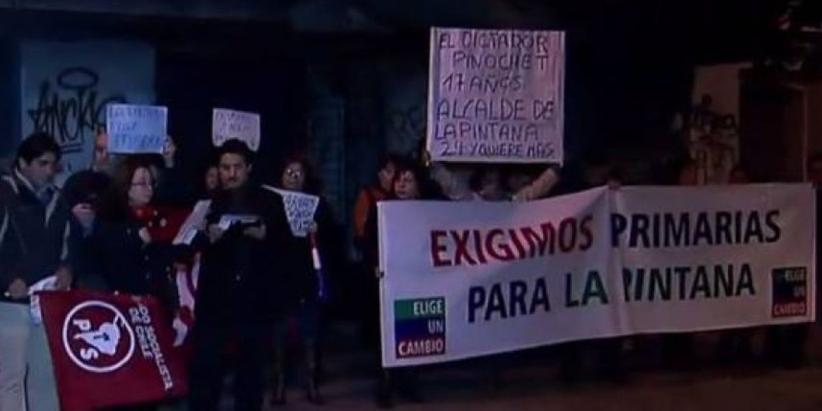 Juventudes PS protestan contra dirigentes oficialistas por fallida inscripción de primarias