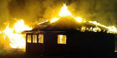 Ataque incendiario arrasa con templo evangélico en Padre Las Casas
