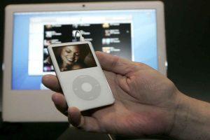 En 2005 se lanzó el iPod mini, el primero en colores diferentes. Foto:Getty Images. Imagen Por: