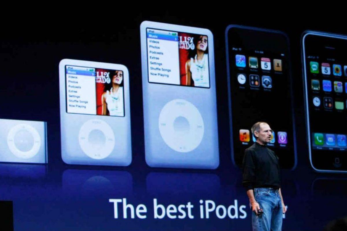 También en 2005 aparece el iPod Video, revolucionando al entretenimiento multimedia. Foto:Getty Images. Imagen Por: