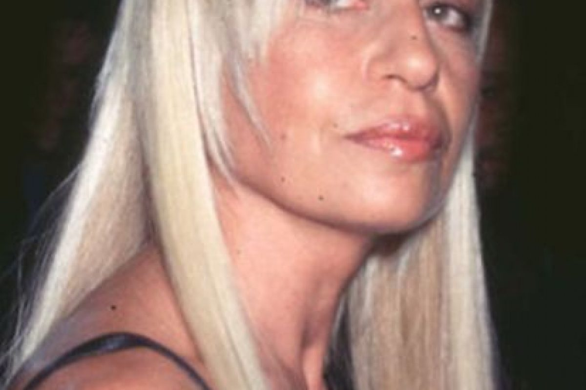 Así lucía Donatella Versace en los lejanos 90. Cuando su hermano era famoso y no ella. Foto:vía Getty Images. Imagen Por: