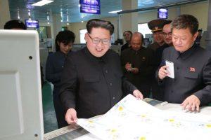 """El artículo publicado en el periódico estatal """"Pyongyang Times"""", y citado por medios internacionales como """"The Guardian"""", afirma que la fábrica de alimentos Taedonggang creó una bebida a la que le sustituyeron azúcar por arroz glutinoso, el cual mejora el sabor y elimina la sensación de resaca Foto:AFP. Imagen Por:"""