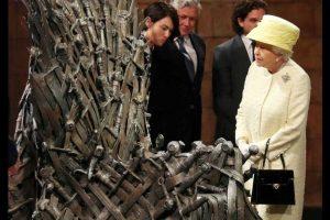 La reina Isabel II de Reino Unido conoce el trono de hierro personalmente. Foto:Getty Images. Imagen Por: