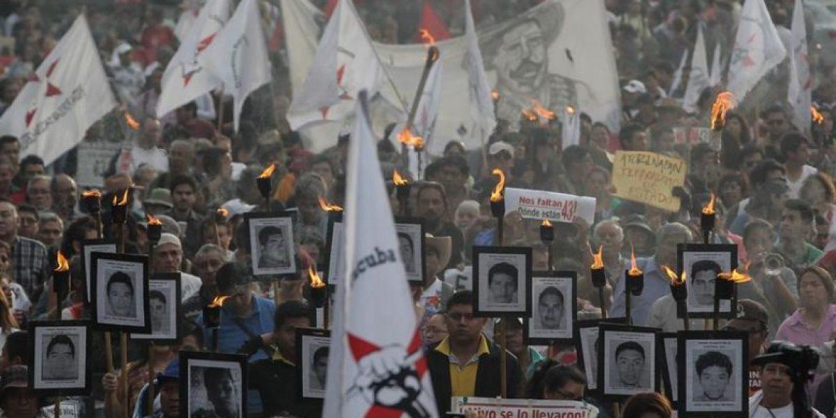 Marcha por 43 desaparecidos en México enciende antorchas de esperanza