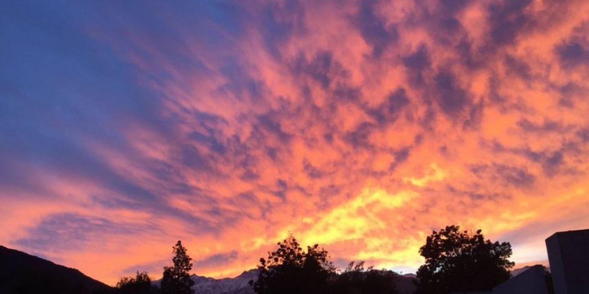 Las imágenes del amanecer en Santiago que impactaron en las redes sociales