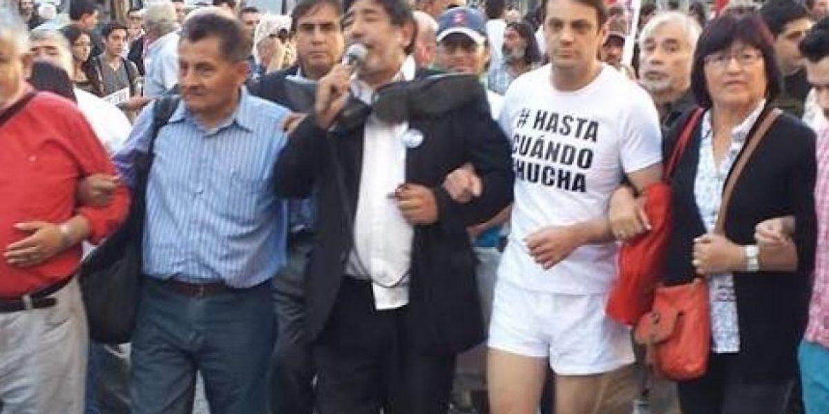 El día en que el diputado que insultó a Luksic protestó en calzoncillos por Santiago