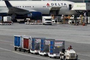 1. En mayo de 2015, la aerolínea Delta compró pizza a sus pasajeros por el retraso de uno de sus vuelos Foto:Getty Images. Imagen Por: