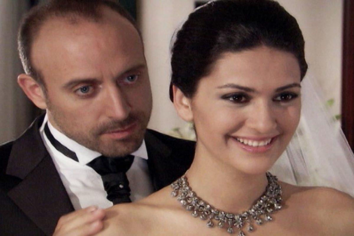 Pero los dos no pueden dejar de pensar en aquella noche. Foto:vía Kanal D. Imagen Por: