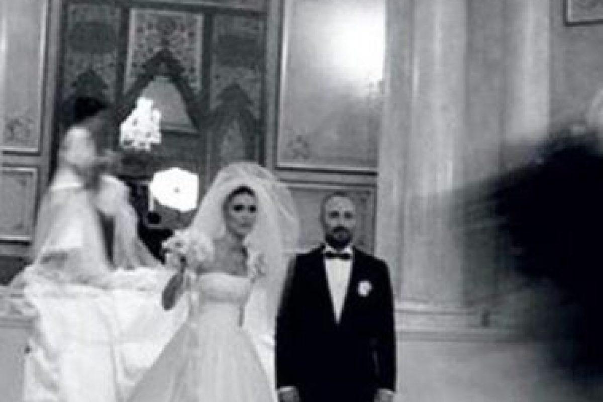 Aquí, cuando se casó. Foto:vía Facebook/Bergüzar Korel y Halit Ergenç Fan Club. Imagen Por: