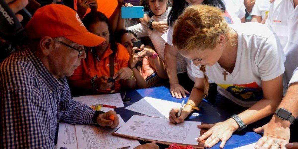 Maduro: La recogida de firmas para su revocación