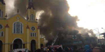 Controlan incendio que amenazó iglesia patrimonial del centro de Castro