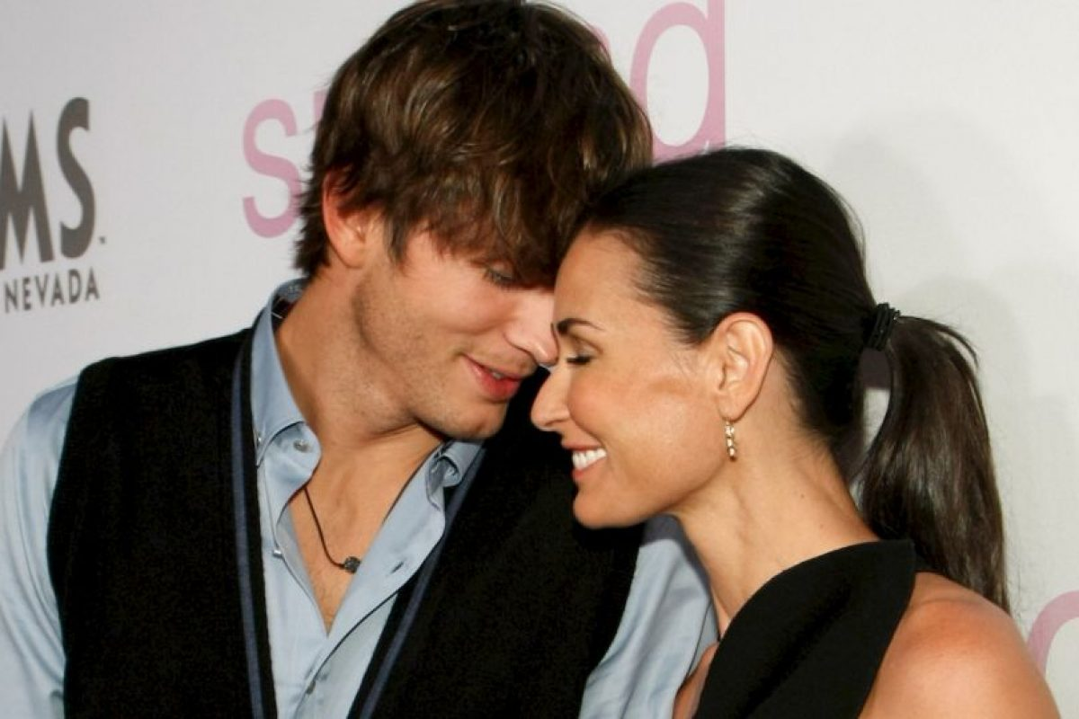Ashton siguió a lo suyo con Mila Kunis. Moore casi se destruye. Foto:vía Getty Images. Imagen Por: