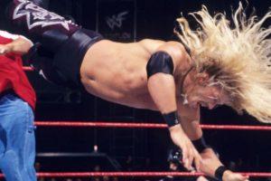 Edge en su primer pelea en 1998 Foto:WWE. Imagen Por: