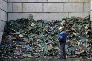 Se recomienda no tirarlas directamente a la basura, sino llevarlas a centros de reciclaje. Foto:Getty Images. Imagen Por: