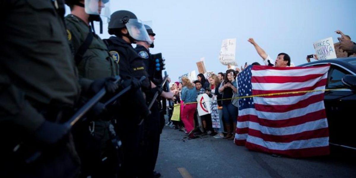 Al menos veinte detenidos en protestas tras un acto de electoral de Donald Trump