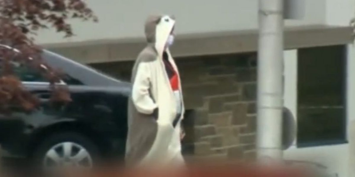 Hombre vestido de panda amenaza con bomba en estación de TV de EEUU