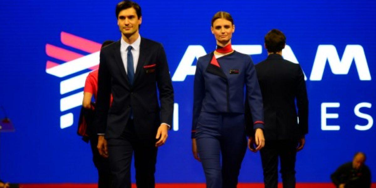 Aerolíneas muestran sus nuevos uniformes