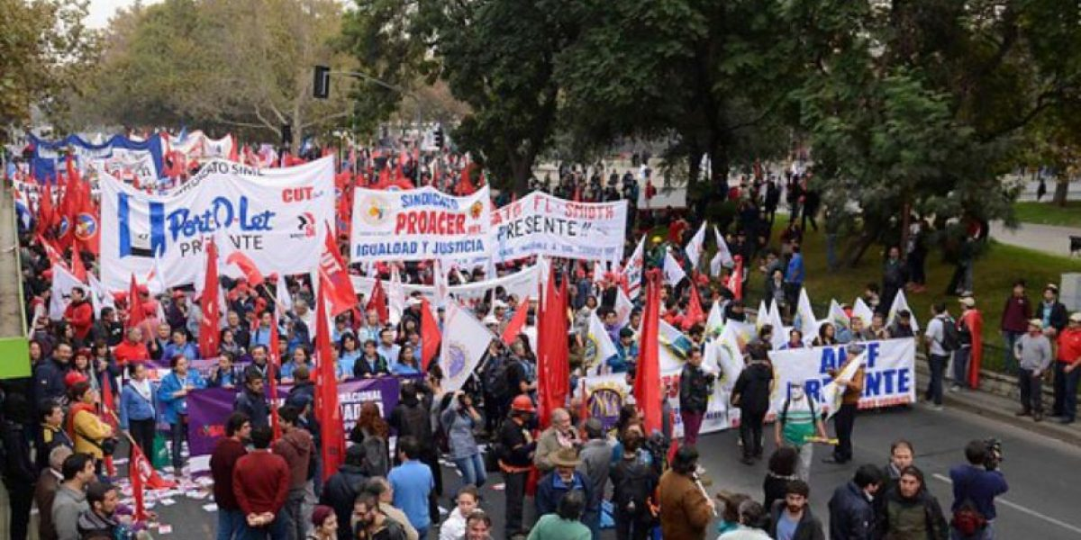 Día del trabajador: conoce los desvíos de tránsito por las marchas en Santiago