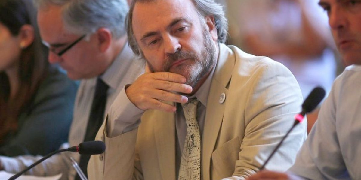 La dura carta de renuncia de Auth al PPD: denuncia un partido izquierdizado y