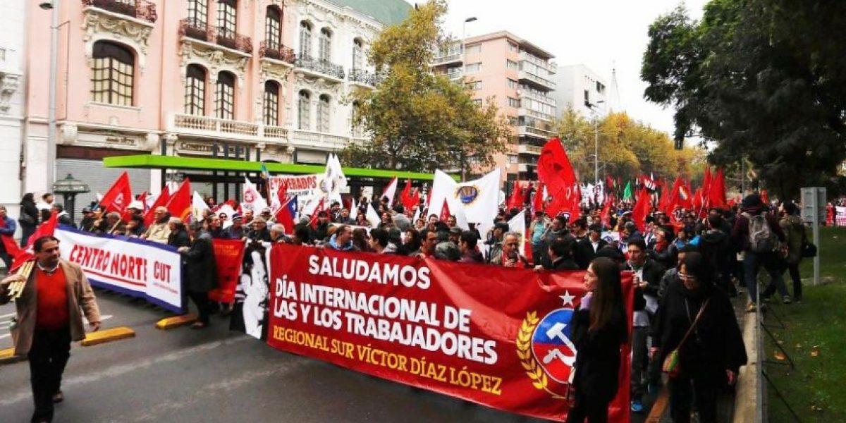 Marchas por el día del trabajador se desarrollan con normalidad en Santiago