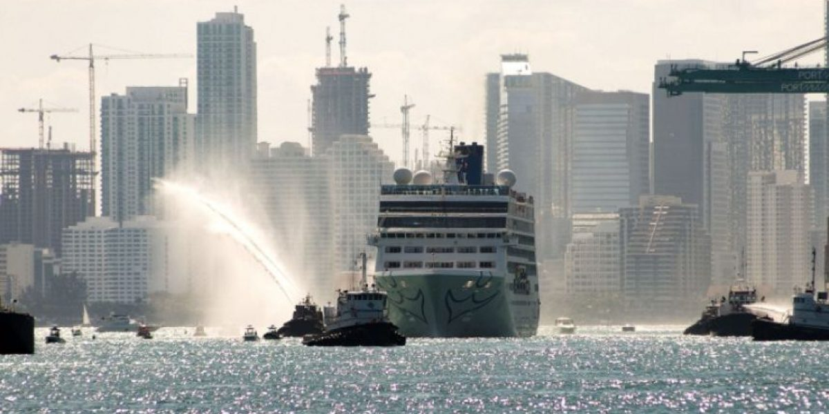 Primer crucero en medio siglo de EEUU a Cuba pone rumbo a La Habana