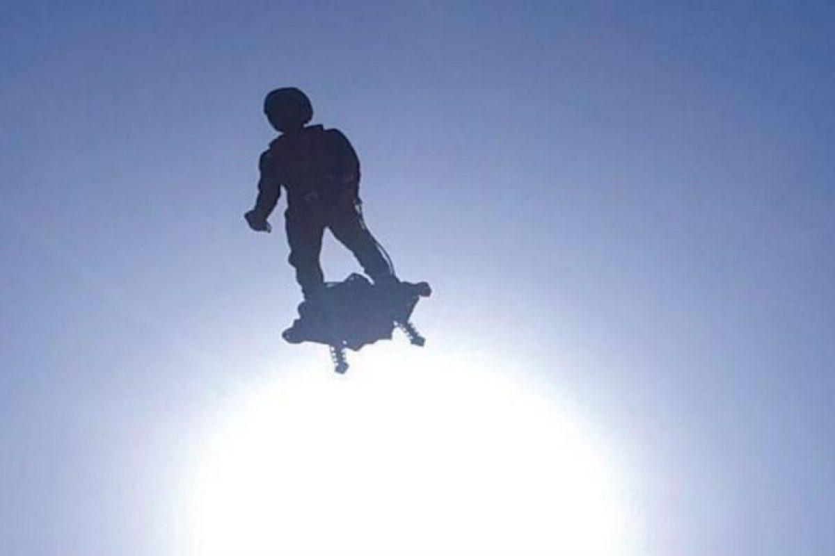 """Franky Zapata es el creador del """"Flyboard acuático"""". Foto:Facebook/ZAPATA RACING. Imagen Por:"""