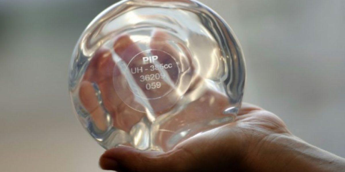 Condenan a 4 de años de cárcel a responsable de implantes mamarios defectuosos