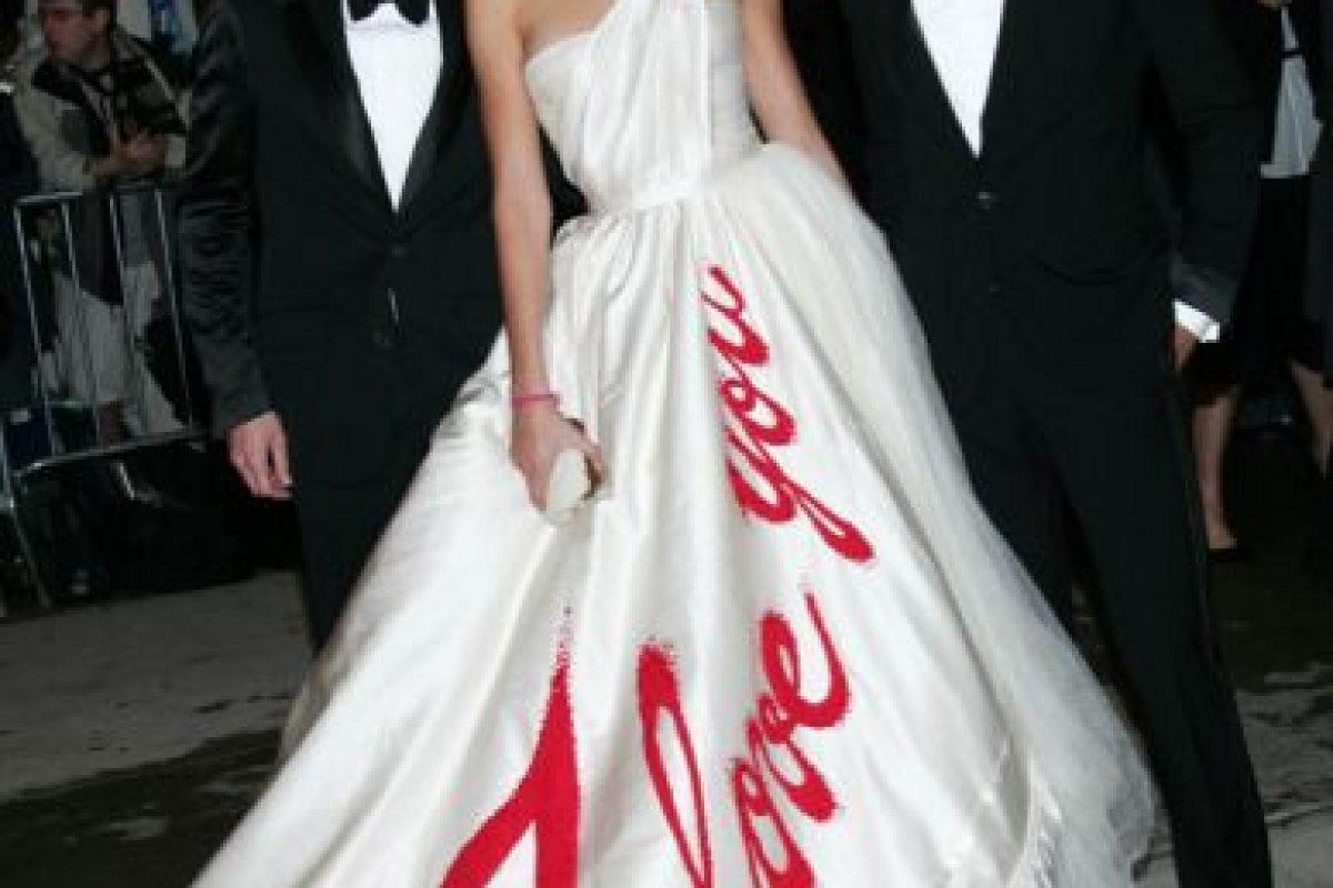 De nuevo, Karolina Kurkova. Nadie amó a su vestido en 2005. Foto:vía Getty Images. Imagen Por:
