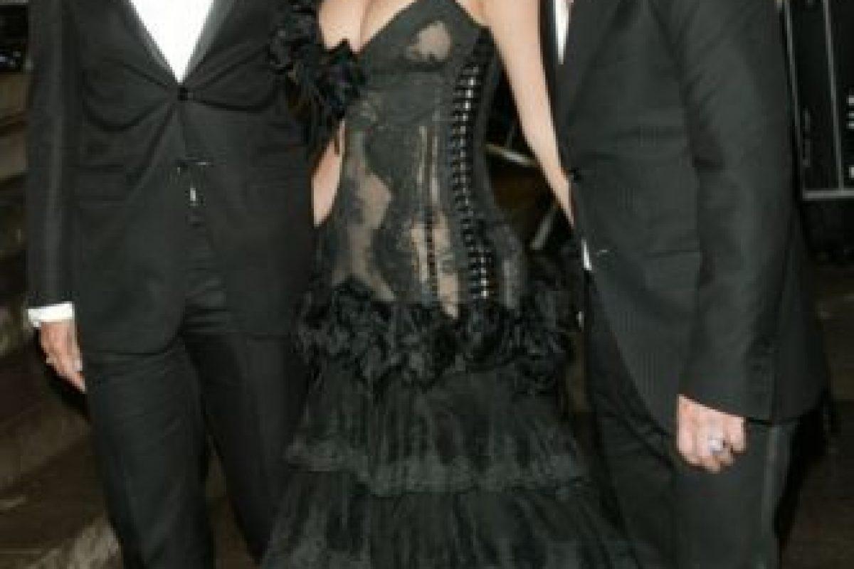 """Jennifer López en 2004. ¿Esto es """"Alicia en el país de las dominatrix""""? Foto:vía Getty Images. Imagen Por:"""