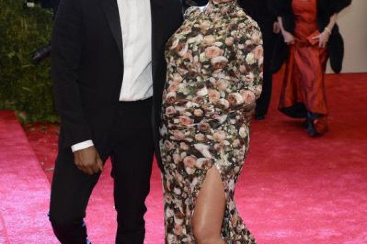 Ustedes sabían que Kim Kardashian con este vestido/sofá en 2013 iría de primeras. Nosotros también. Hasta el difunto Robin Williams se burló de ella. Foto:vía Getty Images. Imagen Por: