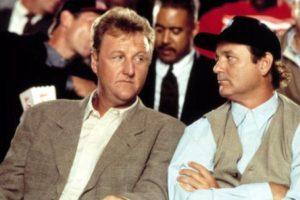 El entrenador Larry Bird también hizo de sí mismo. Foto:vía Warner Bros. Imagen Por: