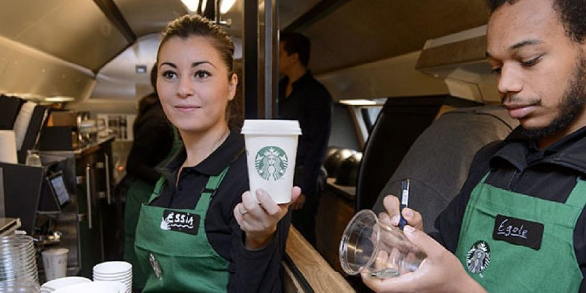 Millonaria demanda contra Starbucks por poner