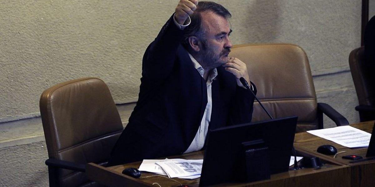 Pepe Auth permanece en bancada PPD pese a renunciar al partido