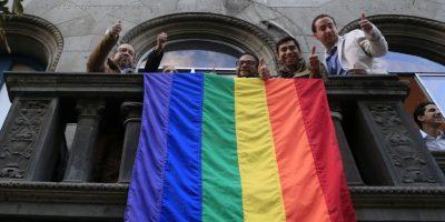 Gobierno autorizó al Movilh a iluminar La Moneda con los colores del arcoíris