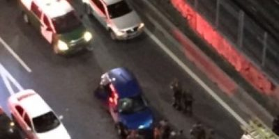 Portonazo frustrado culmina en persecución y balacera en Santiago Centro