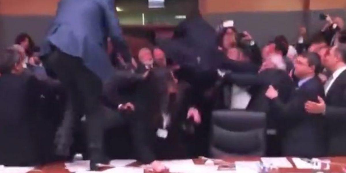 Video: diputados turcos se agarran a lo WWE en el Parlamento