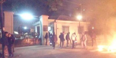 Estudiantes del INBA ocupan establecimiento y se enfrentan con la policía